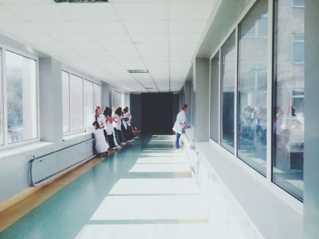 Τα τελευταία χρόνια οι συνεργασίες μεταξύ Ασφαλιστικών εταιρειών - διαγνωστικών κέντρων και ιδιωτικών νοσηλευτηρίων έχουν αυξηθεί και εξελιχθεί προς το συμφέρον του ασφαλισμένου. Ανάλογα το συμβόλαιο, ένας ασφαλισμένος μπορεί είτε να εξυπηρετηθεί με 100% κάλυψη του συμβολαίου του είτε να συμμετέχει στα έξοδα με μικρό συνήθως κόστος.